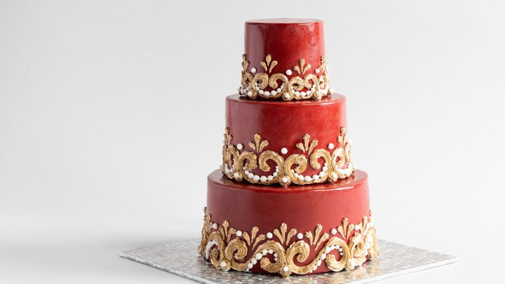 JJR's Gothic Cake looks magnificent in crimson and gold. Work with royal icing and practice your piping skills. Then learn to colour royal icing in shimmering gold.