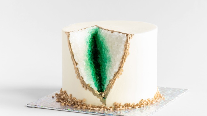 Get started with an approachable version of JJR's Agate Geode Cake. Learn how to cut the geode, properly cover it and add finishing details, including gold, of course!